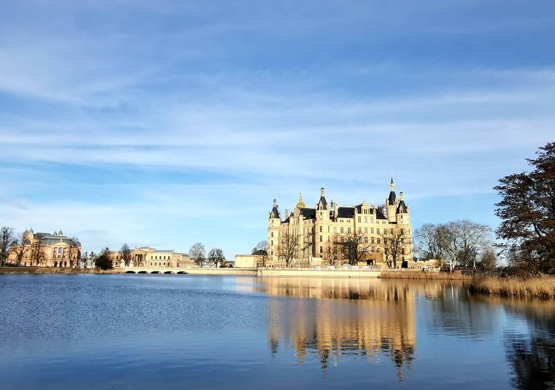 Burgsee und Blick auf das Schweriner Schloss