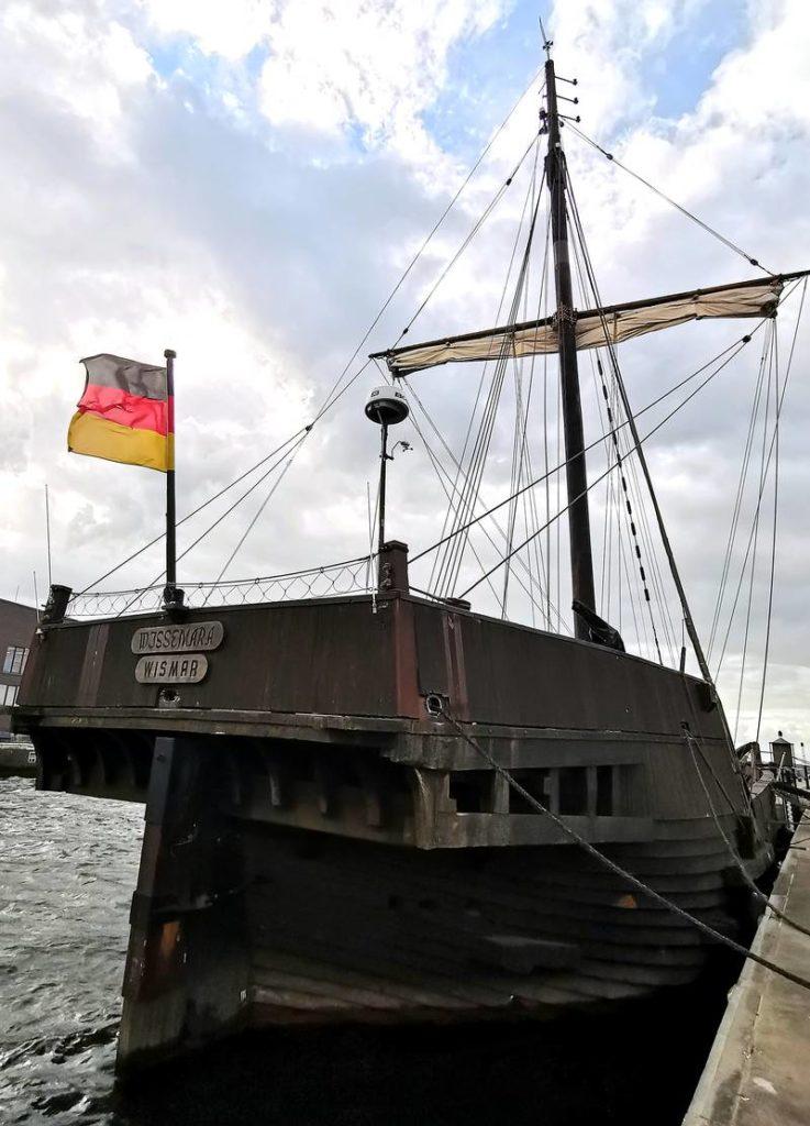 """Museumsschiff Poeler Kogge """"Wissemara""""."""
